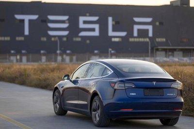 Tesla âm thầm kích hoạt bộ máy sản xuất bất chấp nguy cơ lây nhiễm corona a1