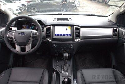Ảnh chụp khoang lái xe Ford Ranger Limited 2020