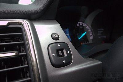 Ảnh chụp nút chỉnh gương xe Ford Ranger Limited 2020
