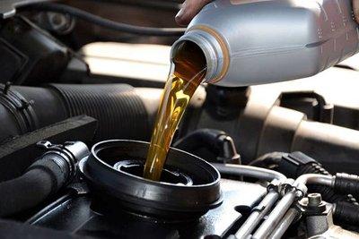 Ô tô cần bảo dưỡng, thay dầu định kỳ 1