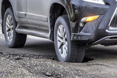 Sa ổ gà thường xuyên khiến xe nhanh xuống cấp 1