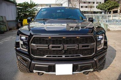 Ảnh chụp trước xe thấp Ford F-150 Raptor Black Edition 2020 a