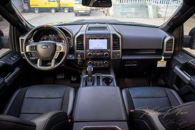 Ảnh chụp táp-lô xe Ford F-150 Raptor Black Edition 2020