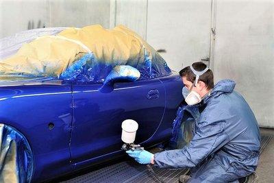 Quy trình bảo dưỡng sơn xe ô tô được thực hiện chuyên nghiệp 1