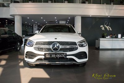 Hình ảnh chính diện đầu xe Mercedes-Benz GLC 300 4Matic 2020