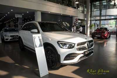 Hình ảnh xe trước trái Mercedes-Benz GLC 300 4Matic 2020