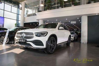 Hình ảnh trước xe Mercedes-Benz GLC 300 4Matic 2020