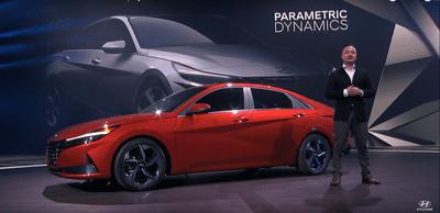 Hyundai Elantra 2021 công nghệ tối tân, thân hình sắc bén.