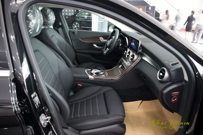 Ảnh chụp ghế ngồi xe Mercedes-Benz C 200 Exclusive 2020