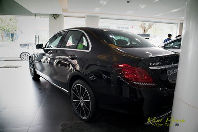 Ảnh chụp sau xe Mercedes-Benz C 200 Exclusive 2020