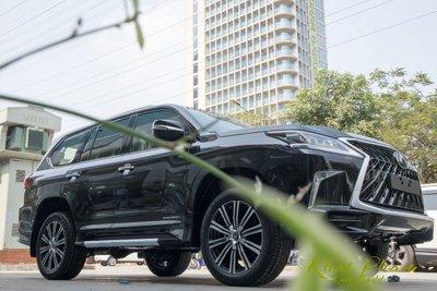 Ảnh chụp trước xe Lexus LX570 Super Sport 2020