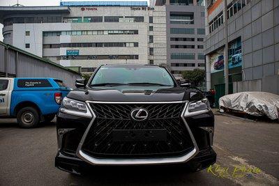 Ảnh chụp chính diện đầu xe Lexus LX570 Super Sport 2020