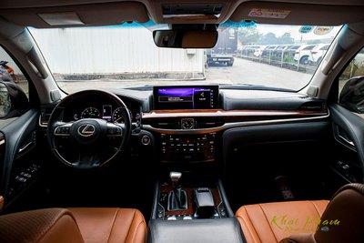 Ảnh chụp táp-lô xe Lexus LX570 Super Sport 2020