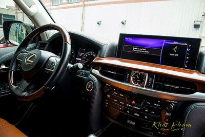 Ảnh chụp vô-lăng xe Lexus LX570 Super Sport 2020
