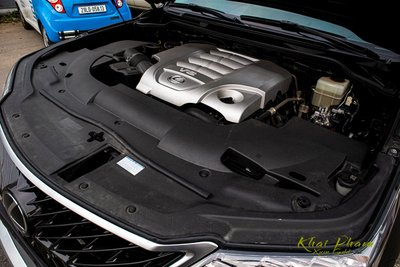 Ảnh chụp động cơ xe Lexus LX570 Super Sport 2020