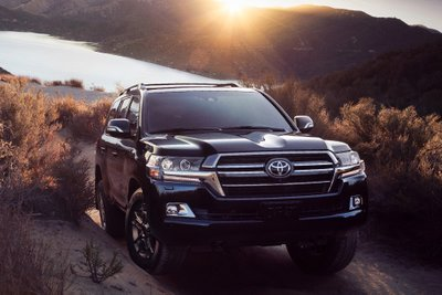 Toyota Land Cruiser- xe sử dụng hệ dẫn động 4 bánh phổ biến.