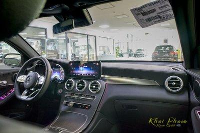 Ảnh chụp khoang lái xe Mercedes-Benz GLC 300 Coupe 2020