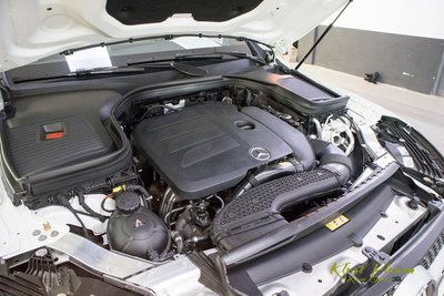 Ảnh chụp động cơ xe Mercedes-Benz GLC 300 Coupe 2020