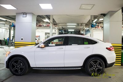 Ảnh chụp thân xe Mercedes-Benz GLC 300 Coupe 2020