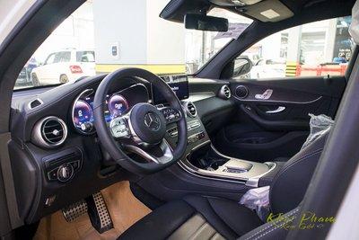 Ảnh chụp táp-lô xe Mercedes-Benz GLC 300 Coupe 2020