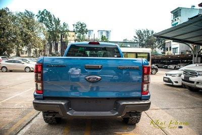 Ảnh chụp chính diện đuôi xe Ford Ranger Raptor 2020