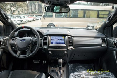 Ảnh chụp khoang lái xe Ford Ranger Raptor 2020