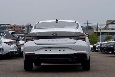 Ảnh chụp sau xe Hyundai Elantra 2021