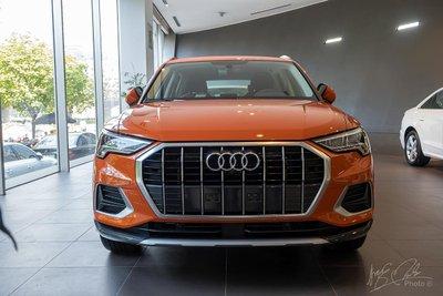 Audi Q3 2020 với lưới tản nhiệt khung đơn sử dụng các nan crôm dọc.