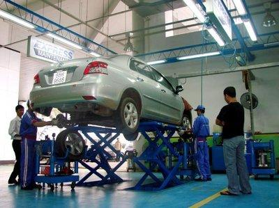 """Xe Toyota Vios đang trong quá trình """"trùng tu""""."""
