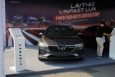 VinFast Lux A2.0 mới giảm giá hơn 200 triệu đồng tại Việt Nam 1