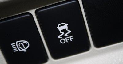 Hệ thống cân bằng điện tử ESP trên xe ô tô.