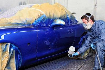 Sơn xe ô tô đòi hỏi kỹ thuật viên có tay nghề chuyên nghiệp 1