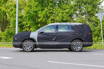 Hyundai Santa Fe 2022 tạo hình quen thuộc.