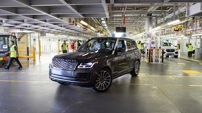 Nhà máy Jaguar Land Rover sản xuất Range Rover với quy trìnhđúng chuẩn chống Covid-19.