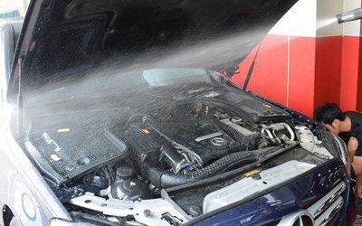 Những lưu ý khi tự rửa khoang máy ô tô tại nhà a2