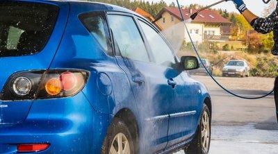 Những dụng cụ rửa xe ô tô tại Nhà: Không thể thiếu vòi xịt thông minh! 1