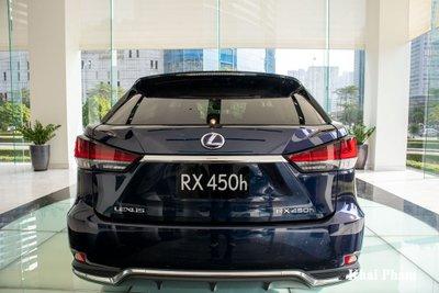 Ảnh đuôi xe Lexus RX 450h 2020