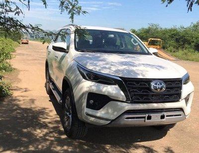 Vừa ra mắt Thái Lan, Toyota Fortuner nâng cấp đã xuất hiện không che tại Việt Nam a1