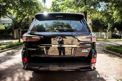 Ảnh chính diện đuôi xe Lexus LX 570 Super Sport Black Edition 2020