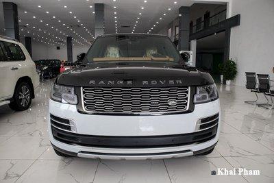 Ảnh chính diện đầu xe Range Rover SVAutobiography 2020