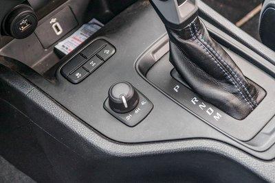 Gài cầu điện tử Shift-on-the-fly của Ford Ranger.