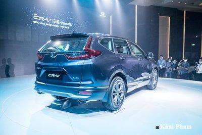 Phần đuôi xe của Honda CR-V 2020 chỉ tinh chỉnh nhẹ ở khu vực cản sau.