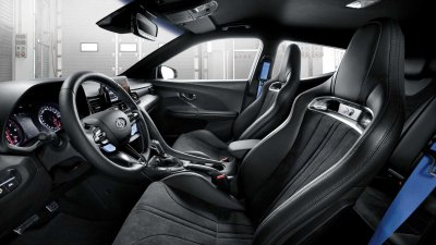 Hyundai Veloster N 2021 mới tích hợp gói trang bị hiệu suất hấp dẫn.