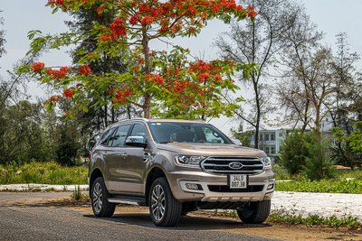 Ford Everest giảm giá kỷ lục tại đại lý, cao nhất 200 triệu đồng.