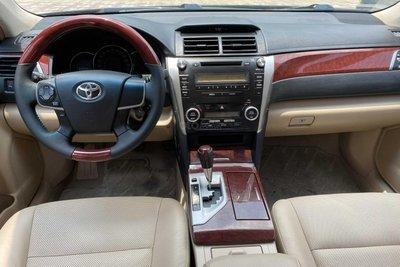 Khu vực bảng taplo Toyota Camry 2013 1