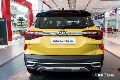 Ảnh đuôi xe Kia Seltos Luxury 2020