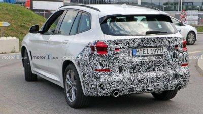 BMW X3 2022 facelift ngụy trang đầu / đuôi xe còn kín.