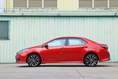 Toyota Corolla Altis 2020: thân xe.