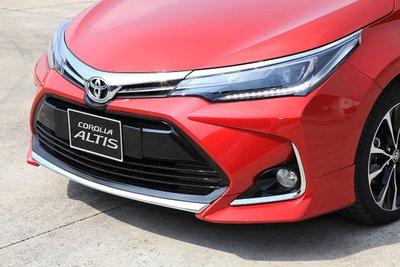 Diện mạo của Toyota Corolla Altis 2020 tăng thêm vẻ mạnh mẽ nhờ gói thiết kế X Package.