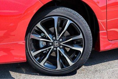 La-zăng trên Toyota Corolla Altis 2020 đều đã được làm lớn hơn với 2 tuỳ chọn 16-17 inch.